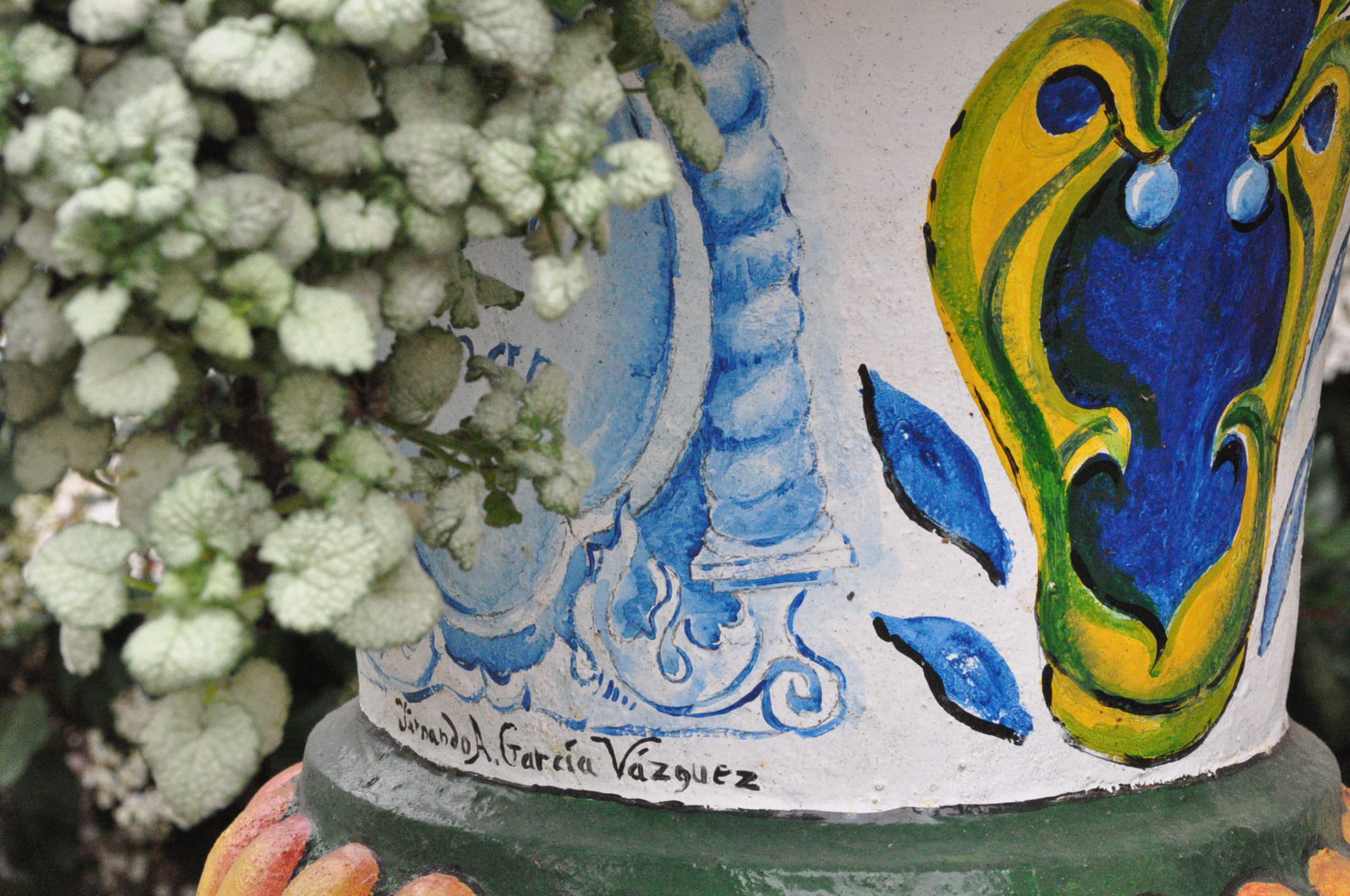 Hand-painted pot at Albion Manor Bed and Breakfast in Victoria